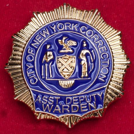 Значок помощника заместителя главы Управления исполнения наказаний Нью-Йорка