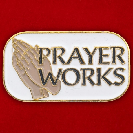 "Значок ""Prayer Works"""
