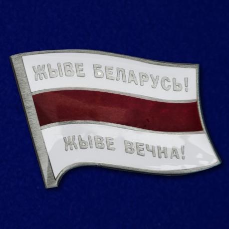 Значок с бело-красно-белым флагом Беларуси