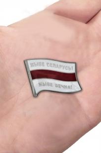 Купить значок с бело-красно-белым флагом Беларуси