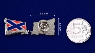 """Значок - подарок """"Новороссия"""" - сравнительный размер"""