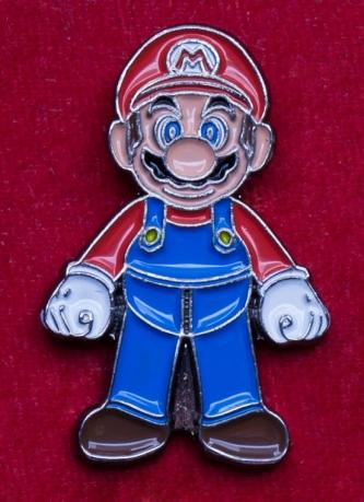 """Значок с культовым персонажем игр """"Супер Марио"""""""