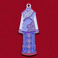 Значок с традиционным женским костюмом периода манчжурской династии Цин в Китае