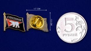 """Значок """"Спутник"""" - сравнительный размер"""