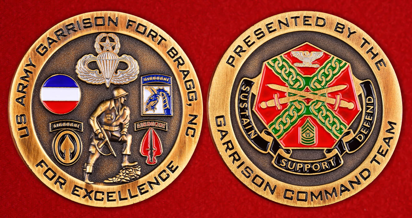 """Военный значок США """"За отличие"""" от командования гарнизона Форт Брэгг"""