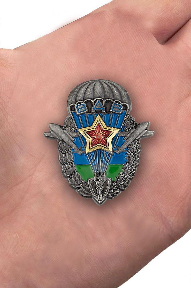 "Знак ""Эмблема ВДВ"" - вид на ладони"