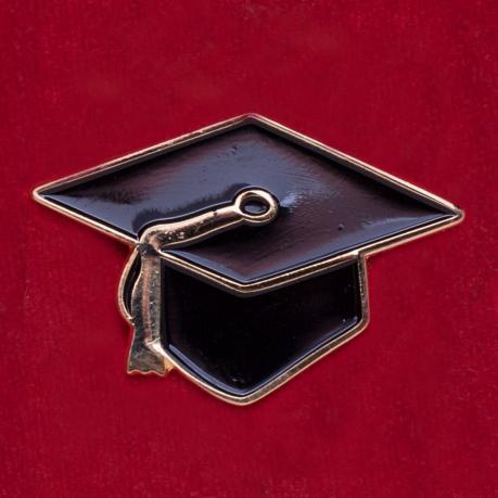 """Значок выпускников """"Магистерская шапка-конфедератка"""""""