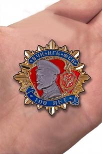 Орден Дзержинского 100 лет ВЧК КГБ ФСБ I степени в бархатном футляре - Вид на ладони