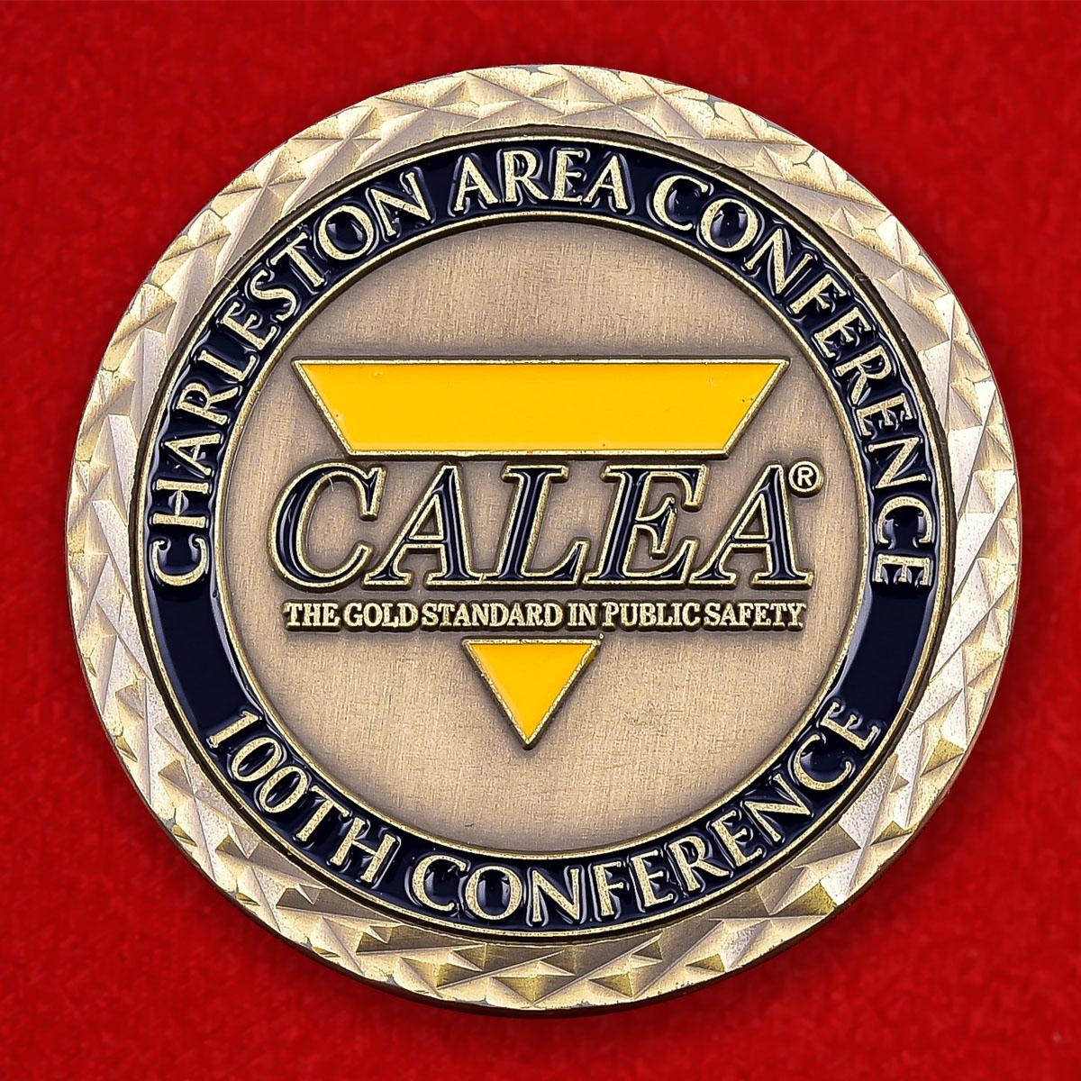 """Юбилейный знак """"100-я конференция Комиссии по аккредитации правоохранительных органов Южной Каролины"""""""