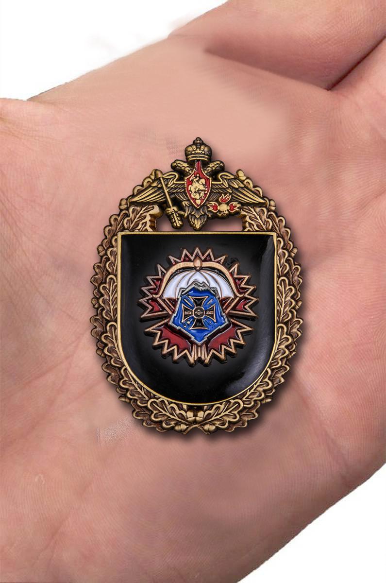 """Знак """"22-я отдельная бригада специального назначения ГРУ"""" вид на ладони"""