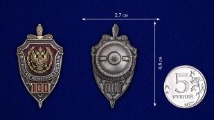 Знак к 100-летию Военной контрразведки в презентабельном футляре бордового цвета - сравнительный вид