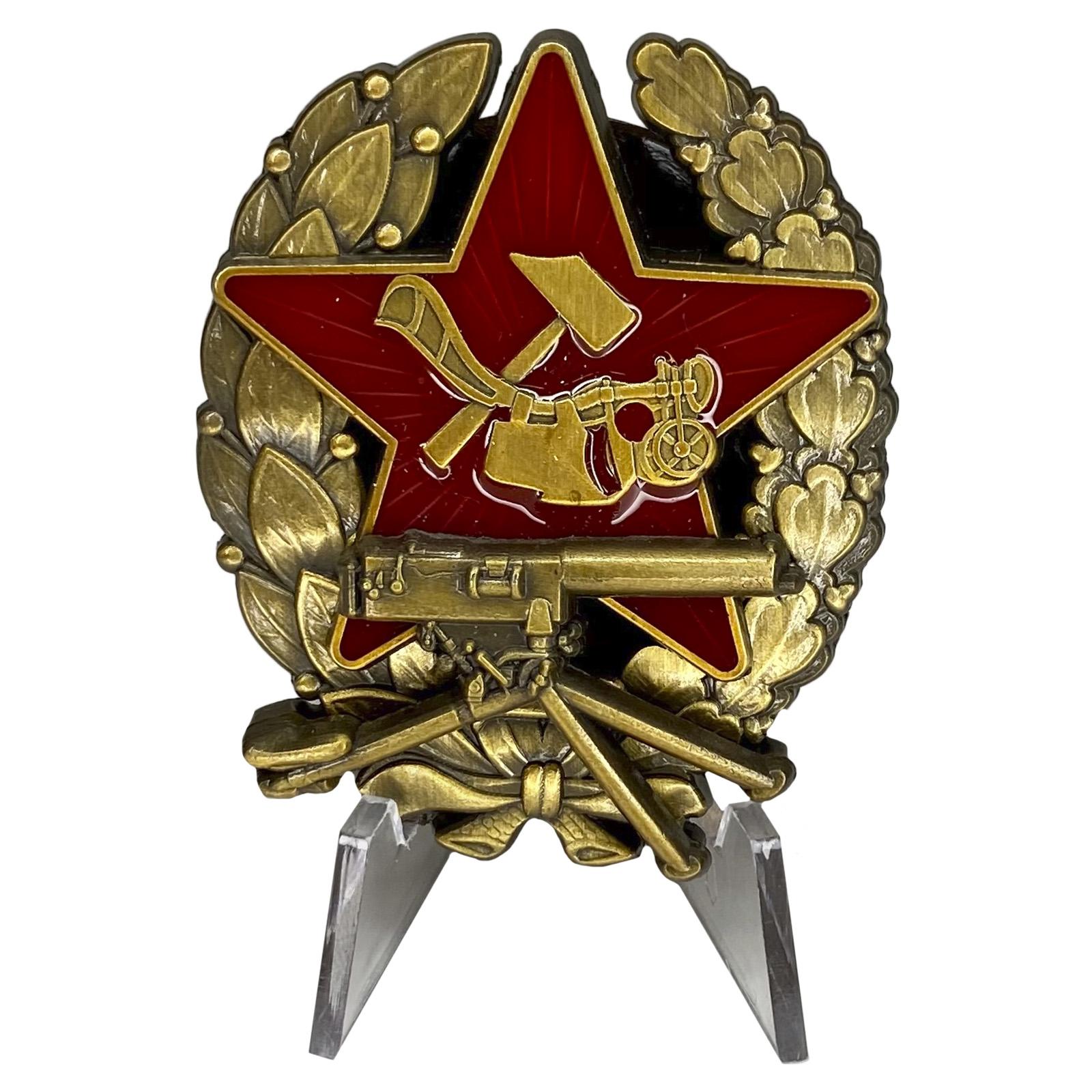 Знак Красного командира пулемётных частей (1918-1922 гг.) на подставке