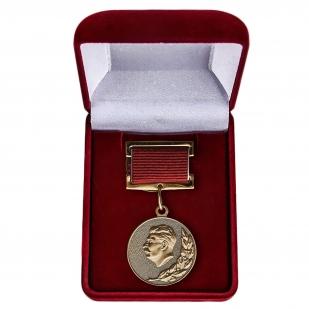 Знак Лауреата Сталинской премии в футляре