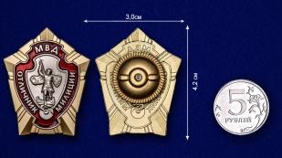 Знак Отличник милиции - сравнительный размер