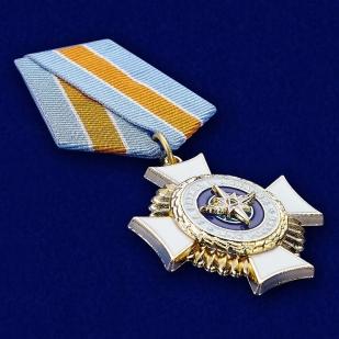Знак отличия За службу в авиации МЧС России -вид под углом