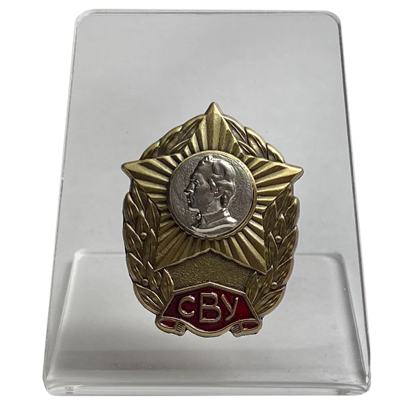 Знак Суворовского военного училища на подставке