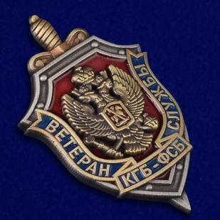 """Знак """"Ветеран КГБ-ФСБ"""" в бархатистом футляре из флока с прозрачной крышкой - общий вид"""