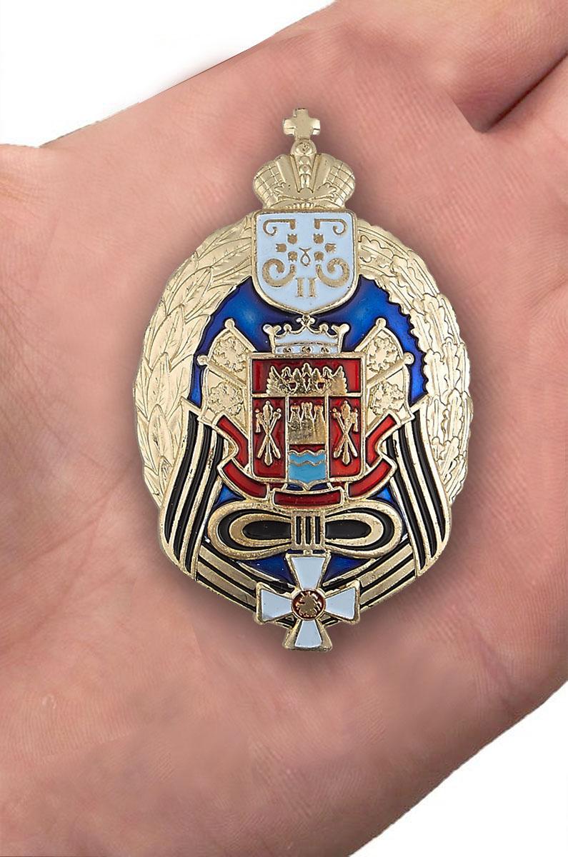 Знак Всевеликого войска Донского в красивом бархатистом футляре из флока - вид на ладони